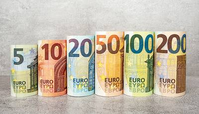 The new 100€ and 200€ banknotes will enter into circulation on May 28